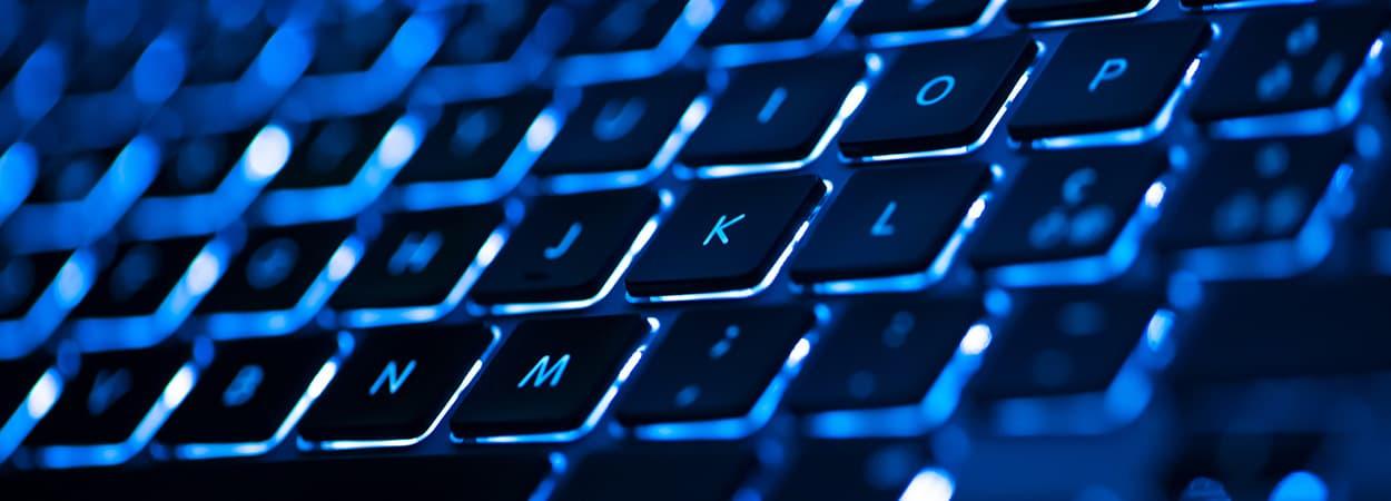 Por que preciso de um notebook com teclado retroiluminado?